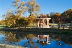 Zonnige ochtend in het park minsk wit-rusland royalty-vrije stock foto's
