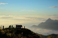 Zonnige ochtend met de mist stock foto