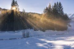 Zonnige ochtend in sneeuwtirol royalty-vrije stock foto