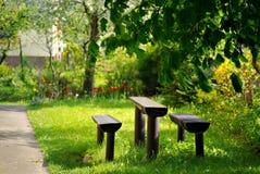 In zonnige tuin Stock Afbeeldingen