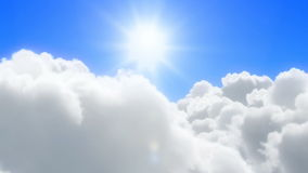 Zonnige wolkenvlucht Stock Foto