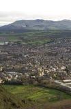 Zononderbreking over een charmant Schots buurt en een landschap stock foto's