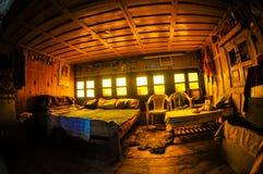 Zonovergoten Rustieke Zaal, de Aanpassing van het Trekkingsdorp Stock Foto's