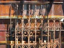 Zonovergoten Rusty Antique Fence Stock Afbeelding