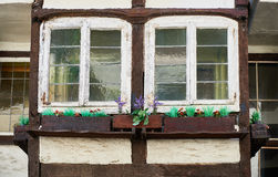 ZONS, ALLEMAGNE - 25 SEPTEMBRE 2016 : Une fenêtre montre l'architecture médiévale Photo stock