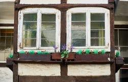 ZONS NIEMCY, WRZESIEŃ, - 25, 2016: Okno pokazuje średniowieczną architekturę Zdjęcie Stock