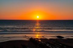 Zonsondergang aan het oceaanoverzees royalty-vrije stock afbeeldingen