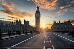 Zonsondergang achter Big Ben clocktower in Londen, het Verenigd Koninkrijk stock fotografie