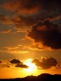 Zonsondergang achter kerk royalty-vrije stock foto's