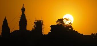Zonsondergang achter Stupa Stock Foto
