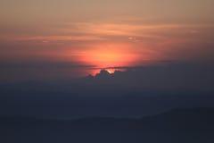 Zonsondergang achter wolken Stock Foto's