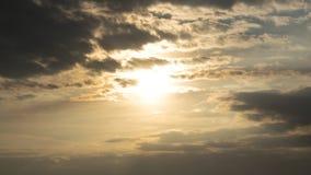 Zonsondergang achter wolken Royalty-vrije Stock Fotografie