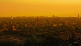 Zonsondergang in Bagan stock footage