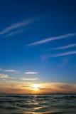 Zonsondergang begin een hete de zomerdag stock afbeelding