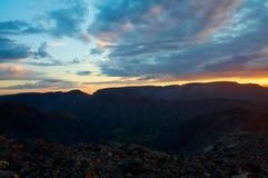 Zonsondergang in bergen royalty-vrije stock foto