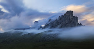 Zonsondergang in bergen Stock Foto