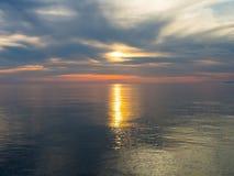 Zonsondergang bij Adriatische overzees Stock Fotografie