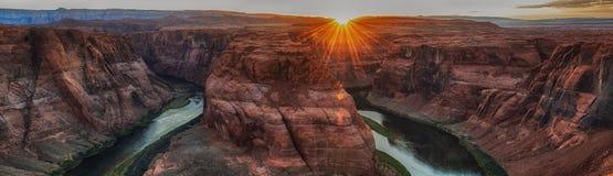 Zonsondergang bij beroemde hoefijzerkromming dichtbij Pagina, Arizona de V.S. royalty-vrije stock foto's