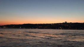 Zonsondergang bij Bosphorus-kustlijn stock videobeelden
