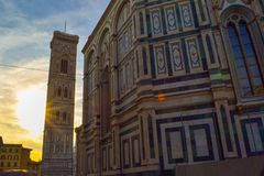 Zonsondergang bij Cattedrale-Di Santa Maria del Fiore Florence Cathedra royalty-vrije stock afbeelding