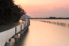 Zonsondergang bij de brug van aardslepen in Thailand Royalty-vrije Stock Afbeelding