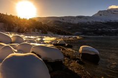 Zonsondergang bij de fjord royalty-vrije stock foto