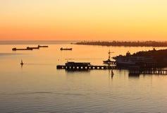 Zonsondergang bij de haven Stock Afbeelding