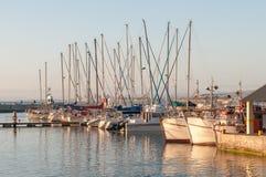 Zonsondergang bij de haven in Gordons-Baai Stock Afbeeldingen