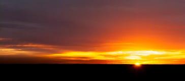 Zonsondergang bij de horizon royalty-vrije stock foto