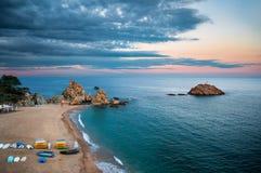 Zonsondergang bij de kust van Tossa de Mar, Costa Brava, Spanje Royalty-vrije Stock Afbeeldingen