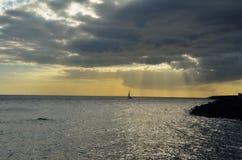 Zonsondergang bij de oceaan Stock Foto's
