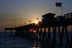 Zonsondergang bij de pijler Royalty-vrije Stock Foto's