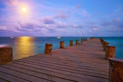 Zonsondergang bij de pijler van Riviera Maya in Mexico stock afbeelding