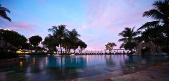 Zonsondergang bij de pool Royalty-vrije Stock Foto's