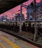Zonsondergang bij de post van JR Sannomiya, Kobe, Japan royalty-vrije stock afbeelding
