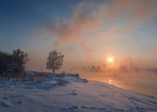 Zonsondergang bij de rivier Angara royalty-vrije stock foto