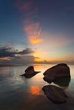Zonsondergang bij de rotsen Stock Afbeeldingen