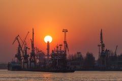 Zonsondergang bij de scheepswerf Royalty-vrije Stock Afbeelding
