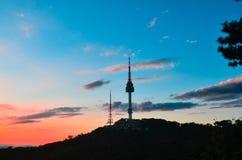 Zonsondergang bij de toren Korea van Seoel Royalty-vrije Stock Foto
