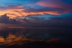 Zonsondergang bij de tropische plaats van de waterkant van de Sleutels van Florida Stock Foto's