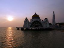 Zonsondergang bij Drijvende Moskee Melakka Maleisië royalty-vrije stock foto