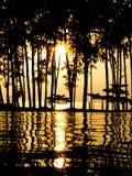 Zonsondergang bij een zwembad royalty-vrije stock afbeeldingen