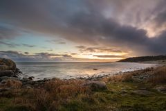 Zonsondergang bij Gehesen, Tromoy in Arendal, Noorwegen Raet Nationaal Park Stock Foto's