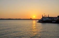 Zonsondergang bij haven Royalty-vrije Stock Afbeelding