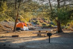 Zonsondergang bij het kampeerterrein Royalty-vrije Stock Foto's