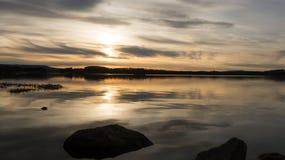 Zonsondergang bij het Meer Royalty-vrije Stock Afbeeldingen