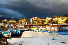Zonsondergang bij het strand van Sestri Levante, Italië Royalty-vrije Stock Afbeelding