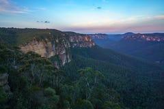 Zonsondergang bij het vooruitzicht van de govettssprong, blauw bergen nationaal park, Australië 7 stock foto