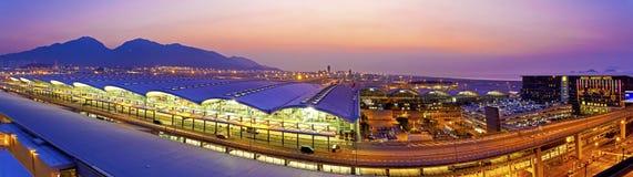 Zonsondergang bij Hong Kong-luchthaven Stock Afbeeldingen