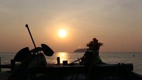 Zonsondergang bij kleine haven van het overzees stock videobeelden